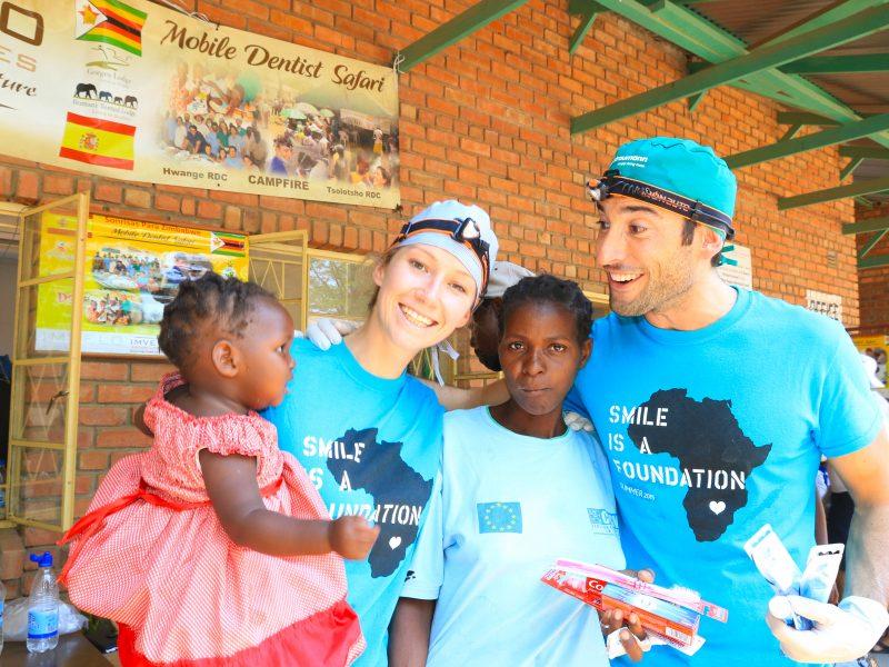 Dr. Ortiz-Vigón y Dra. Gross en Zimbabwe