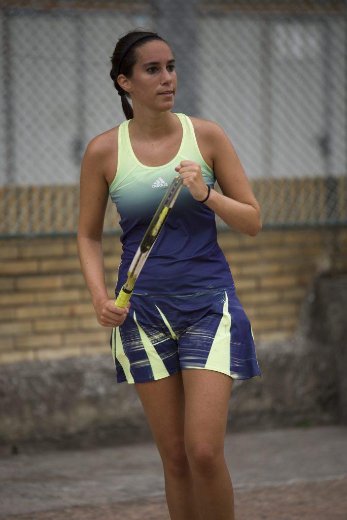 Conociendo a Bego: practicando tenis